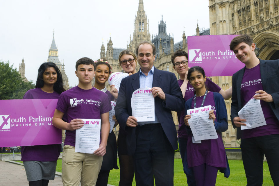 Brooks Newmark with Make Your Mark youth volunteers outside of Parliament