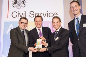 The Prime Minister with the Wood Review Report Team, the winners of the Supporting Enterprise and Growth Award