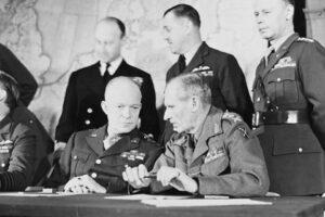 Eisenhower and Montgomery in London © IWM CH 12111